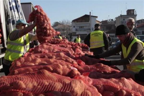 Διανομή πατάτας στην Κοζάνη...