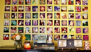 25-cool-ideas-to-display-family-photos-on-your-walls5-500x333