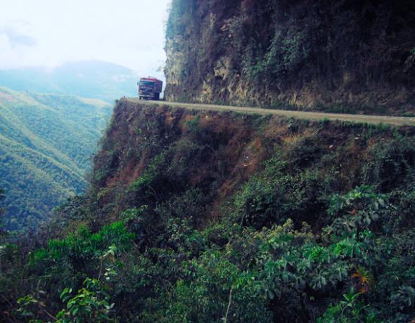 Ο δρόμος του θανάτου στην Βολιβία.