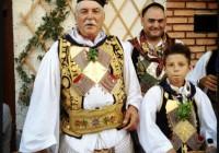 Νίκος Αλιάγας | Ντύθηκε τσολιάς και μετέφερε στο Twitter πνεύμα πανηγυριού!
