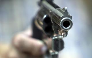 | ληστεία με πυροβολισμούς σε τράπεζα