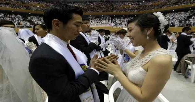 Ο πρώτος μαζικός γάμος ζευγαριών!