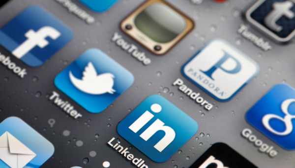Apps_Social_Media_IPO_iPhone_iStock_000016121256_ResizedLight_0