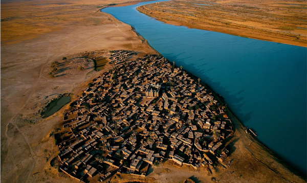 Village on the bank of the Niger river