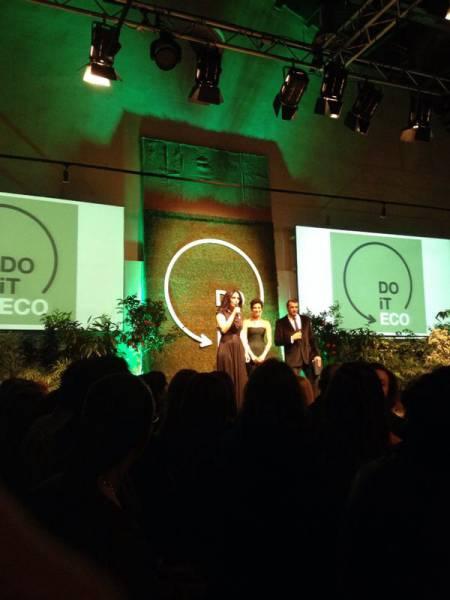 Οι παρουσιαστές Αντιγόνη Κουλουκάκου και Αντώνης Βλοντάκης με τη δημιουργό του Do It Eco, Nώπη Ρομανίδου