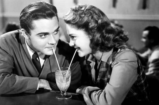 Πώς να ρωτήσετε έναν τύπο έξω σε απευθείας σύνδεση dating