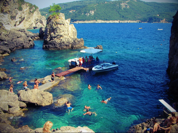 diaforetiko.gr : La Grotta Paleokastritsa corfu Οι πιο όμορφες ελληνικές παραλίες! ..Ένα φωτογραφικό αφιέρωμα που ξεχειλίζει ομορφιά !!!