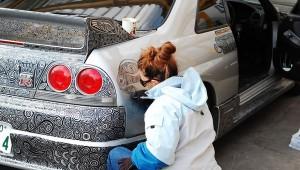 Αυτός ο τύπος άφησε τη γυναίκα του να... ζωγραφίσει το αμάξι του