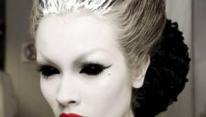 Το μόνο που χρειάζεστε για το φετινό Halloween είναι ένα καλό... μακιγιάζ