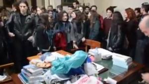 Παράσταση διαμαρτυρίας ΦΣ στην πρυτανεία 24 11 2014 μέρος 2   YouTube