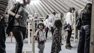 Η έκθεση μέσα στο yurt