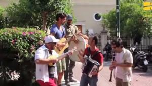 Εθνικό Θέατρο «Εκκλησιάζουσες» του Αριστοφάνη... Πλατεία Αγίας Ειρήνης Flash mob   YouTube