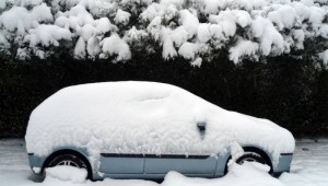 photodune-1062701-a-car-under-the-snow-s