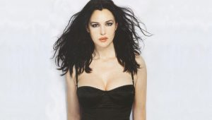 Wallpapersxl Monica Bellucci In Black Dress 148381 1920x1200 (1)
