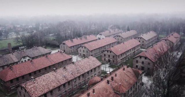 Auschwitz-700