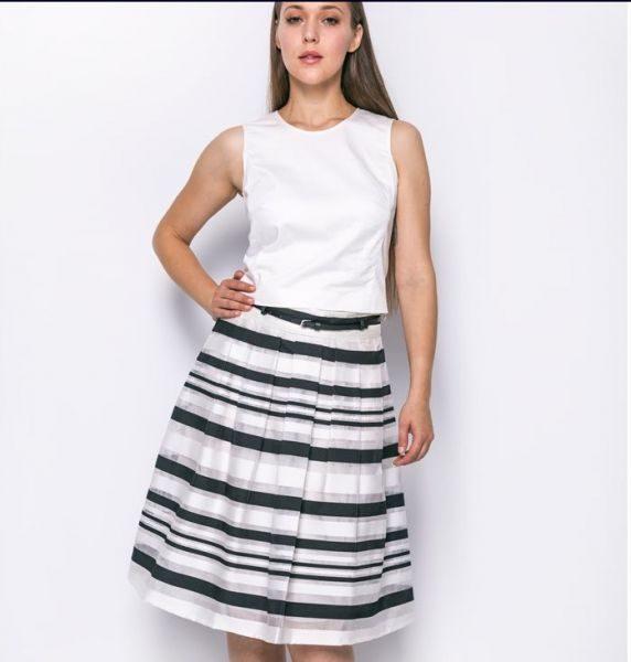 46611736ca3f Ριγέ ασπρόμαυρη φούστα, γραμμή Α με πιέτες, αφαιρούμενο ζωνάκι στο μέση.