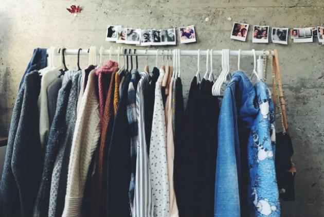 c73e4a8cc14 Κάθε χρόνο, πωλούνται παγκοσμίως τουλάχιστον 80.000.000 νέα ρούχα, ενώ  αρκεί να σκεφτούμε ότι οι Αμερικάνοι (υπερ)καταναλωτές αγοράζουν μόλις 5  φορές ...