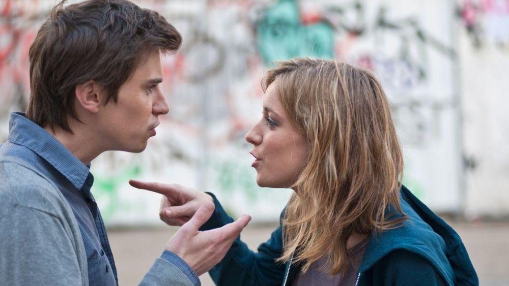 Πριν έρθουν τα πρωτοβρόχια στη σχέση, το κάθε ζευγάρι ζει στη δική του φούσκα.